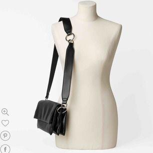 Söker denna väska!! :) köper direkt