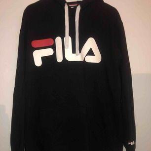 Fila-hoodie, sparsamt använd & frakten ingår :)
