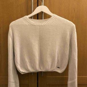 Vit kortare stickad tröja! Välanvänd :) frakt tillkommer