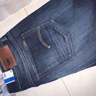 Helt nya bootcut jeans från G-Star i strl 27/32.