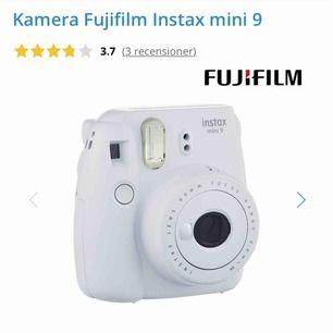 """populära """"fujifilm instax mini 9""""- kameran, vit. orginalpris 799kr. använder knappt denna längre, men bilderna blir så coola! 🪐🦋"""