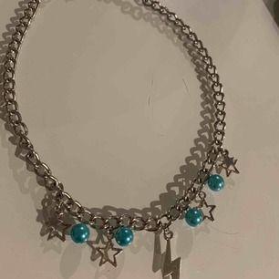 Halsband från lazzilei, har använt det 2 gånger fint skick