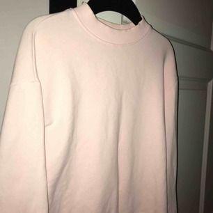 Ljusrosa tröja från NAKD super fin men använder aldrig, använd knappt 4 gånger! Så som ny. Fraktar🥰