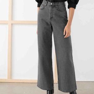 Super snygga vida byxor ifrån &otherstories, knappt använda & säljer dom för att dem blivit alldeles för stora för mig. Frakt tillkommer annars möts jag i sthlm.