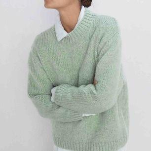 Mintgrön stickad tröja från Zara, knappt använd!