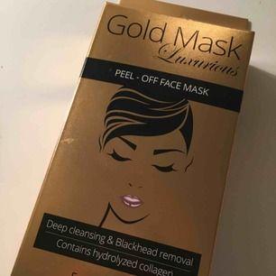 Två stycken peel - off ansiktsmasker. Kan antingen mötas upp i Stockholms området eller frakta, frakten kostar 15 kronor.💕