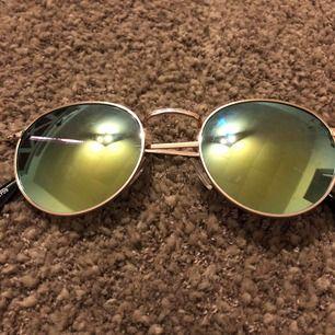 Solglasögon använt skick från UR&PEN. Frakt 11:-