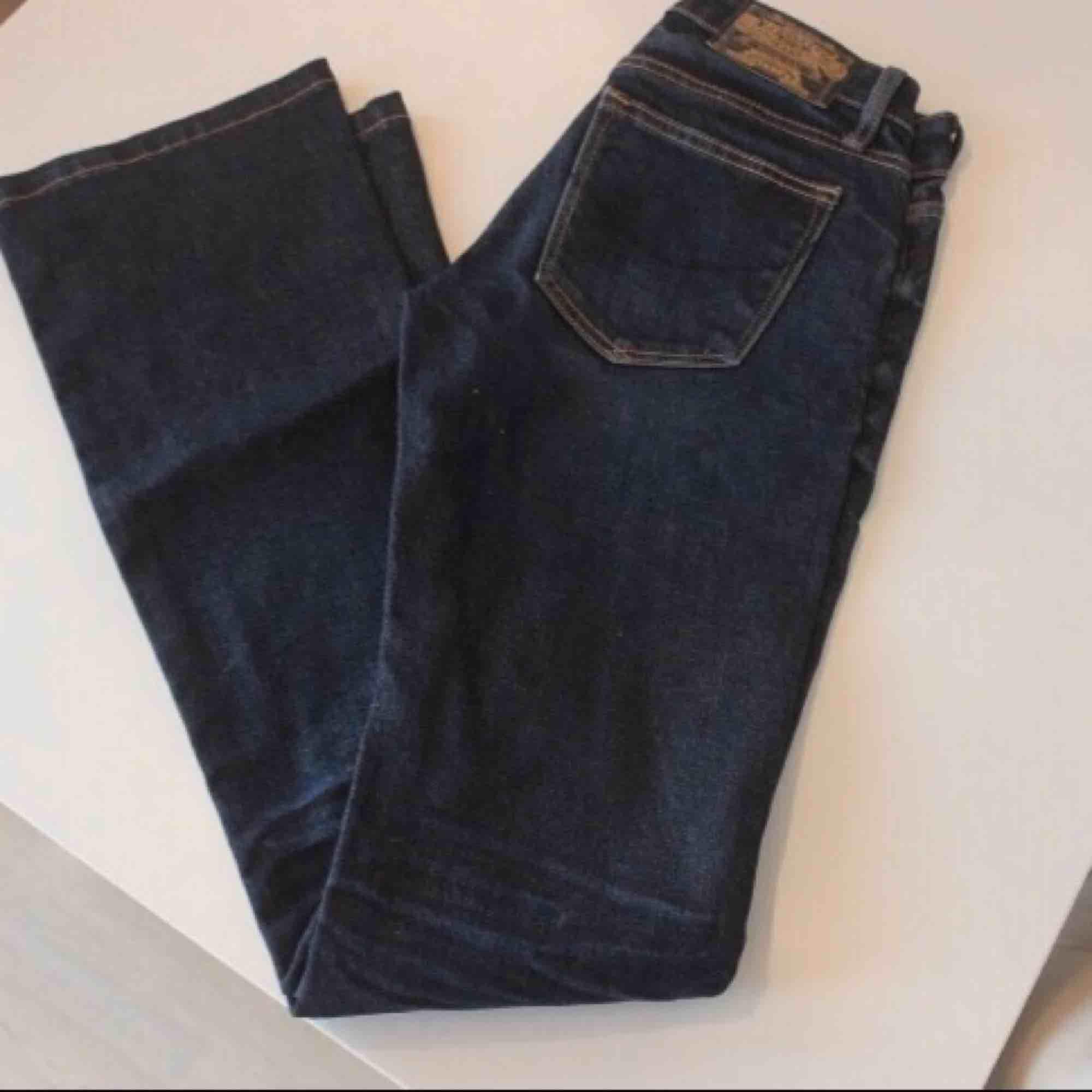 Bild 1-2 visar ungefärlig passform. Säljer färgen som på bild 3. Modell: Pep boot. Fraktkostnad tillkommer. Jeans & Byxor.