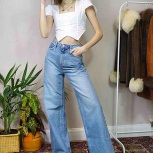 Super snygga byxor från weekday i modellen ace💞 Använda ett fåtal gånger, sitter bra runt midja och höft! Kan mötas upp i göteborg eller fraktas💞