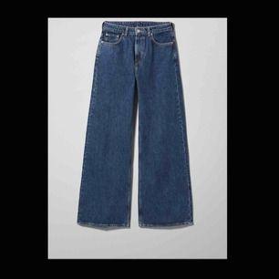 ett par väldigt snygga jeans från weekday i färgen Ohio blue Storlek 24/30 men sitter som 25/30 knappt använda då det inte riktigt är min stil💕