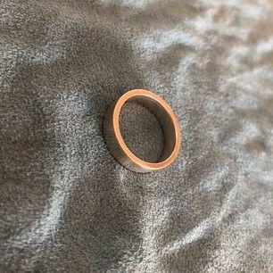 Ring i silver köpt hos Guldfynd. Nypris 449 :- Lite använd, storlek 18-19 cm
