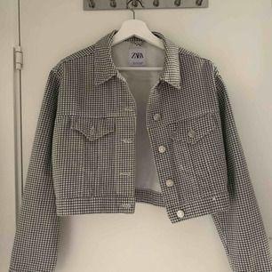 Superfin checkered jacka från Zara! Bara använt en gång så är som ny :)