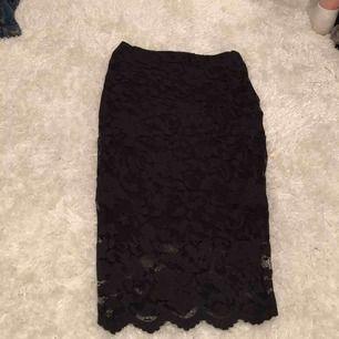Kjol med spets 30kr plus frakt finns i lerum