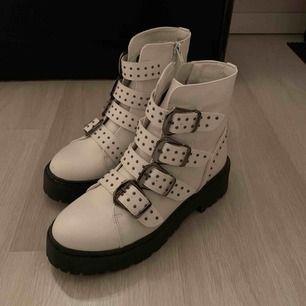 Nya skor endast använda en gång! 200+ frakt
