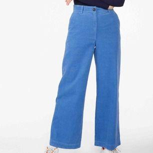 Säljer mina fina monki courdy trousers! De är i fint skick, och nästan aldrig använda. Det är samma model som på bilden, fast en mycket lugnare mörkgrön färg. Nypris 350kr. Fraktar eller möts upp i Stockholm! :)
