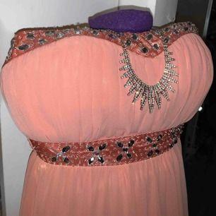 En superfin bal/aftonklänning som aldrig kom till användning. Hör av er om ni har några frågor!!💖