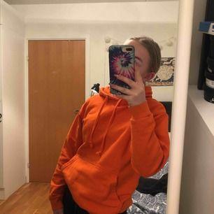 Ball orange hoodie från Ö - A 🧡 nypris 400kr