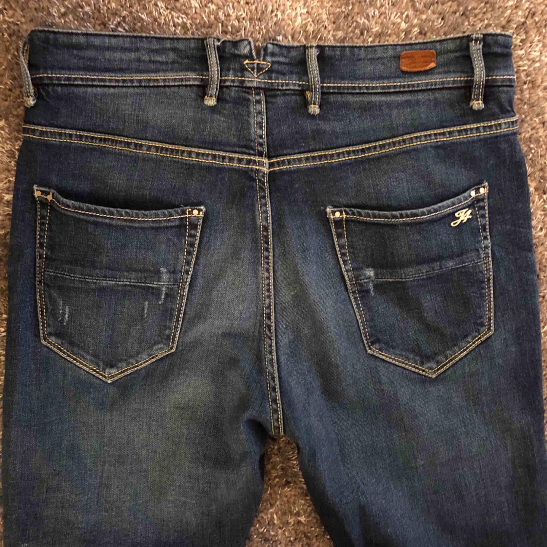 Jeans från JFour, Australia  Stl. 27 Nypris ca. 2500 kr Säljer för 300 kr(knappt använd, som ny)  📬Kan skickas mot fraktkostnad  . Jeans & Byxor.