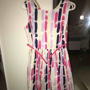 En oanvänd klänning då den inte är i min stil