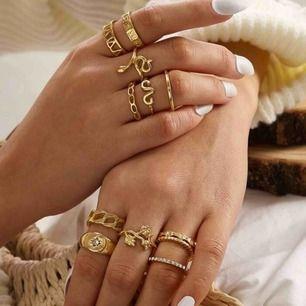 12st guld ringar -25kr/st eller alla för 200kr Helt nya Köpt på en sida som jag hittade på Instagram men kommer inte ihåg hemsidans namn- betalade 350kr för alla Säljer pga har för många ringar som inte kommer till användning
