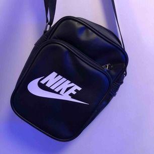 Nike väska som jag använt en gång så den är i toppskick 💖 frakt 40kr