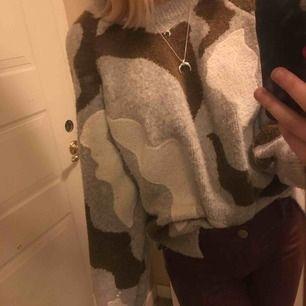 Snyggaste tröjan från hm!😝😍Älskaaaaar så men kommer inte till användning🥺🖤😚