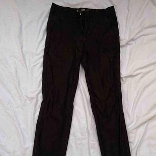 Svarta kostymbyxor från Mango! Storlek 34! Frakten står du för💘💘☹️☹️