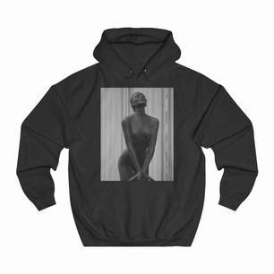 Säljer min the cool elephnat hoodie då jag inte längre använder den. Endast använd några få gånger. Den är i ett bra skick och inga skador eller fläckar. Fraktar endast. Kontakta vid intresse eller för fler bilder osv🥰 Pris kan diskuteras