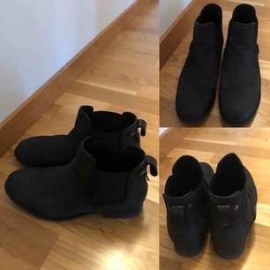 Stövletter/Ankel boots  •bra skick • äkta läder  •storlek 39 •80 kr 📮Kan skickas mot fraktkostnad(63 kr med skicka lätt)