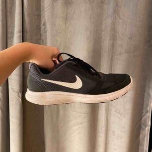 Sköna träningsskor från Nike, inte använda mycket!💓