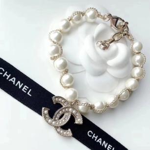 Armband Chanel med pärlor