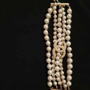 Chanel armband med pärlor . Gjorde av högsta kvalité. Lyxig