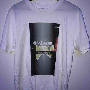 tröja från sighyawn. köparen står för frakt eller möts upp i sthlm:)