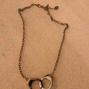 Halsband handbojor. Halsbandet är stilrent med stil 😀 hämta jos mig i Majorna eller priset inkl frakten