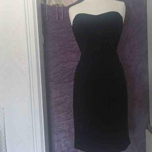 Helt ny oanvänd klänning i svart