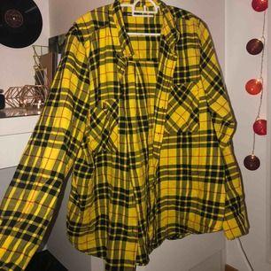 Gul oversized skjorta från Gina 💓