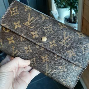 Äkta LouisVuitton plånbok. Bra skick. Made in France serial number#TH0919. InKöpte äkta Second hand butik.