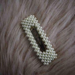 Oanvänt hårspänne, köpt på Raglady för 60kr. Fri frakt, jag ansvarar ej för postens hantering.