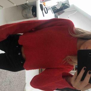 Röd jätte fin stickad tröja, men tyvärr inte kommer till användning längre