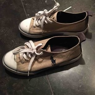Säljer mina Ralph lauren polo skor som knappt är använda och i jättefint skick! Köpta för 1000kr :) fraktar eller möts upp i Stockholm :)