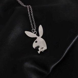 Jätte fint Playboy halsband 🐰 Finns 7 st i lager 💕 Nytt/oanvänt ✨ Gratis frakt 📦