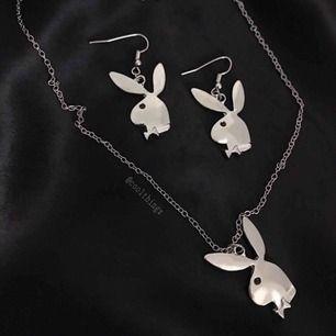 Jätte coolt matchande set med både Playboy örhängen och ett halsband ✨ Nya/oanvända 💕 Gratis frakt 📦