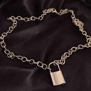 Trendigt kedje halsband med ett lås 🔒 Nytt/oanvänt ✨ Gratis frakt 📦