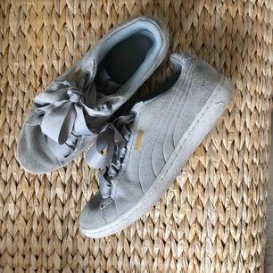 Sneakers från Puma i storlek 38.