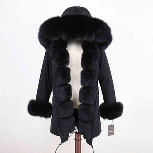 Säljer min Fatima Parkas jacka som är i storlek S. Köpte den 28 december och har bara haft på mig den en gång. Den har päls i jackan och utanför väldigt bra kvalitet och varm!