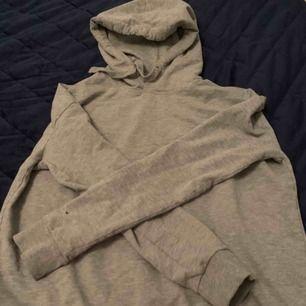 Supernajs hoodie i från lager 157. Har dock knappt använt den då jag har en nästan identisk.