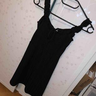 Tunnare klänning i skönt material, oanvänd.