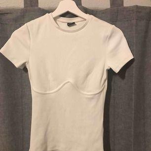Jättefin slutsåld t-shirt från Gina Tricot, sparsamt använd :) (pris + frakt!)