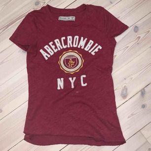 """Jättefin röd och skön""""Abercrombie & Fitch"""" t-shirt!"""
