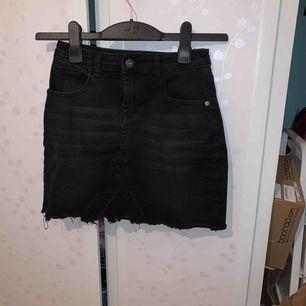 Snygg svart kjol i ett stretchigt material
